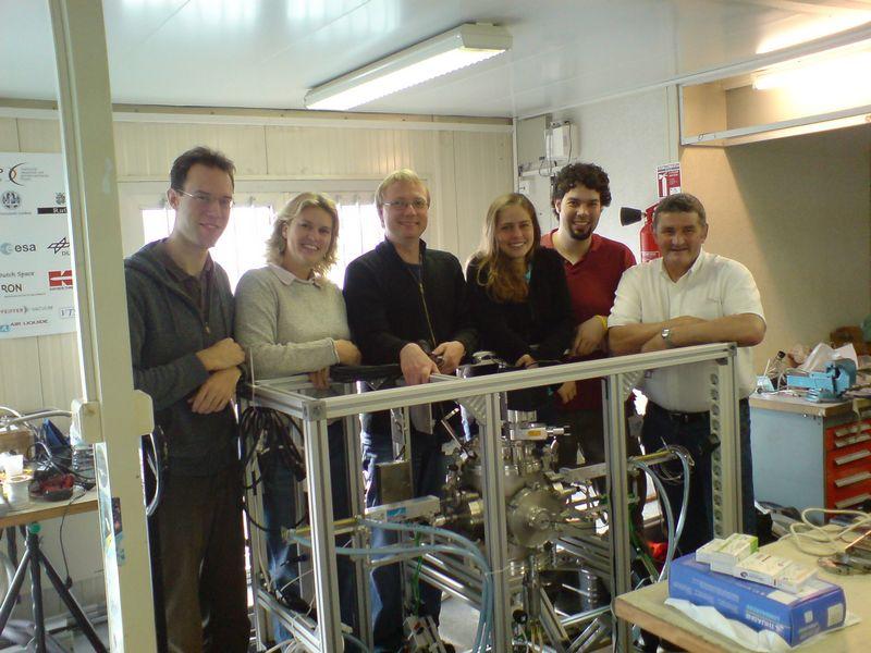 Cool runnings a microgravity experiment - Ligbad in het midden van de kamer ...